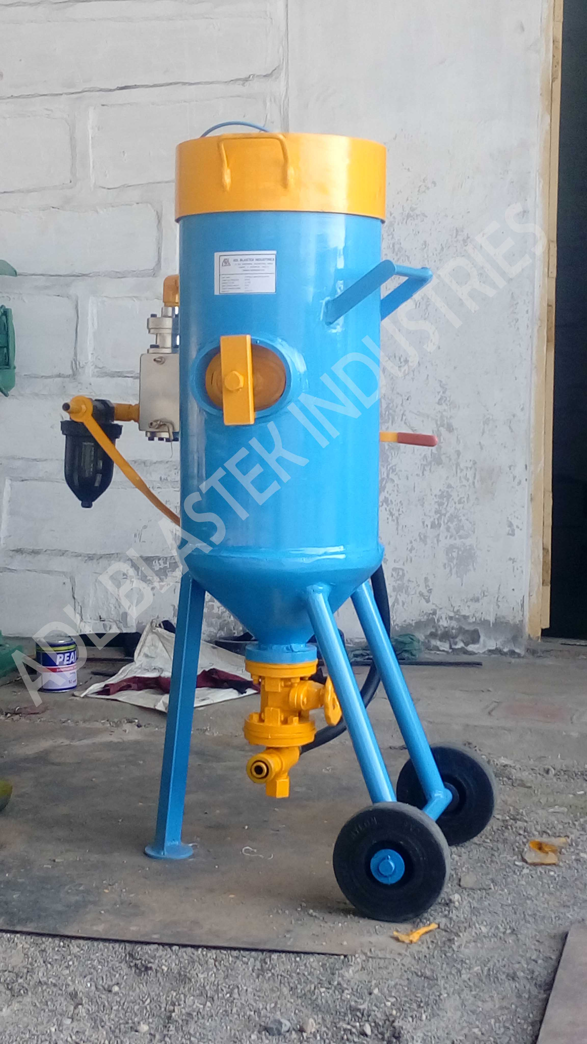 Pneumatic Shot Blasting Machines-PORTABLE-ABRASIVE-BLASTER